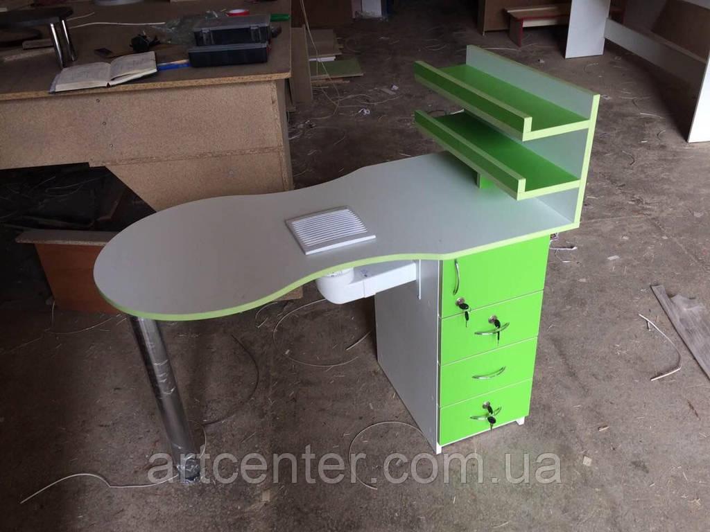 Стол маникюрный зеленого цвета, с полочками для лаков с бортиками и складной столешницей