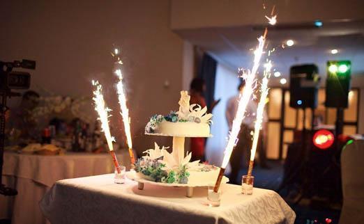 фейерверк на свадебный торт