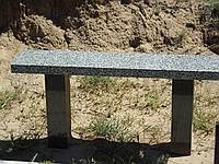 Гранитные лавочки на кладбище (скамейки из гранита)