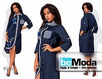 Красивое женское джинсовое платье рубашечного кроя с вышивкой синее