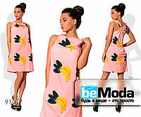 Молодежное женское платье из вискозы с фруктовым принтом розовое