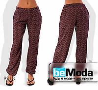 Комфортные женские летние брюки в мелкий узор бордовые