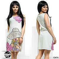 Легкое платье прилегающего силуэта с карманами по бокам, спереди декорированное оригинальным ярким принтом.