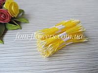 Тайские тычинки молочные удлиненные на желтой нитке