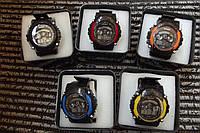 Часы электронные в пластиковой подарочной коробке.