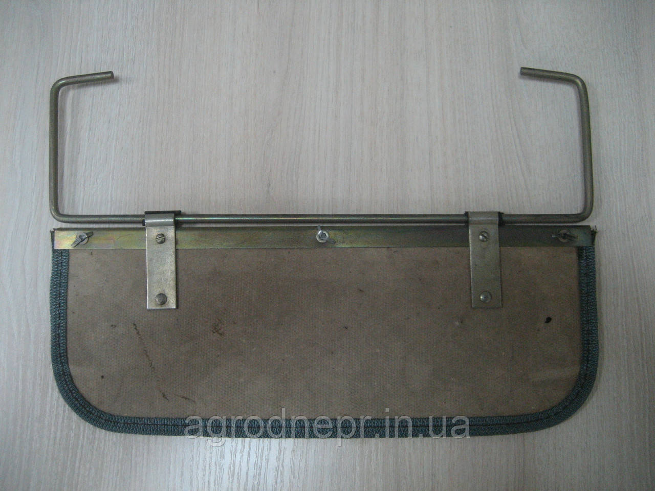 Козырек противосолнечный на ЮМЗ с креплением 45-8204005 СБ