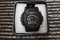 Часы электронные в пластиковой подарочной коробке. Черный