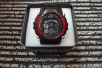 Часы электронные в пластиковой подарочной коробке. Красный