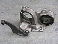 Кронштейн полуоси 14721870 правой б/у 1.9d, td на Fiat Scudo, Citroen Jumpy, Peugeot Expert год 1995-2007