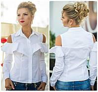Красивая  белая блуза-рубашка с воланами и открытыми плечами