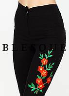 Брюки черные цветок