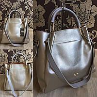 Брендовая сумка серебряного цвета с серыми ручками