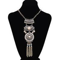 Женское ожерелье под серебро с белой бирюзой.