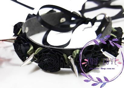 Ошейник Лолита с цветами и шипами черный