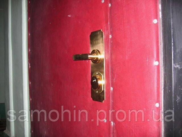Двери закрыты изнутри. Открыть