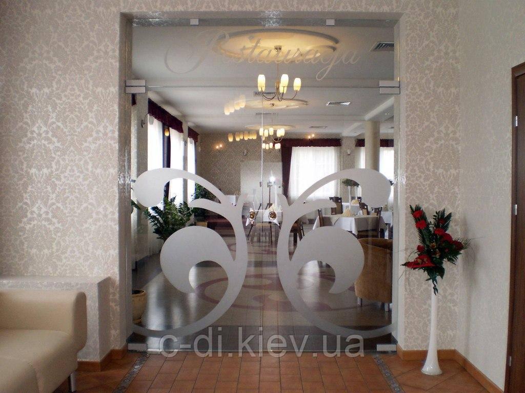 Стеклянные интерьерные двери маятниковые