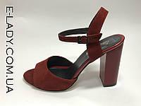 Босоножки красные натуральная замша на устойчивом каблуке