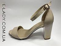 Босоножки лаковые бежевые натуральная кожа на устойчивом каблуке и закрытой пяткой