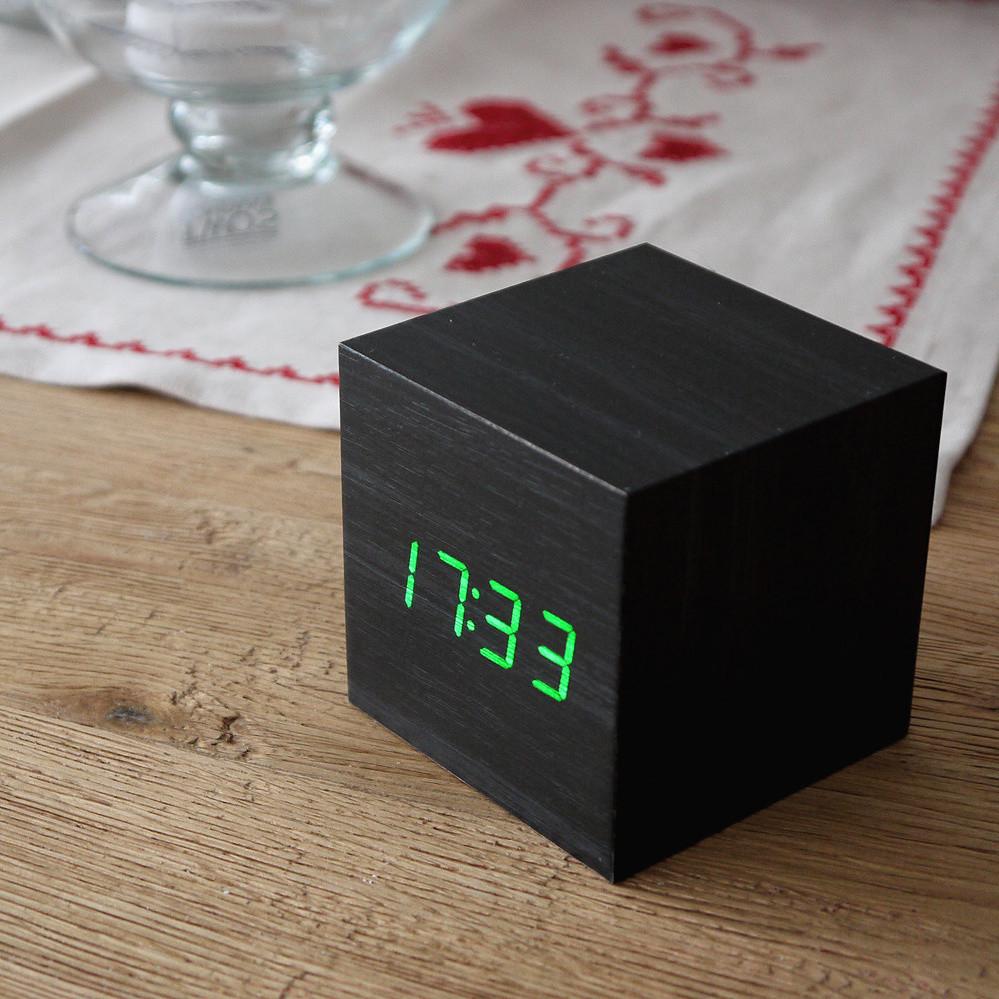 """Часы-будильник-термометр зеленые цифры """"Деревянный куб"""" 3 цвета корпуса"""