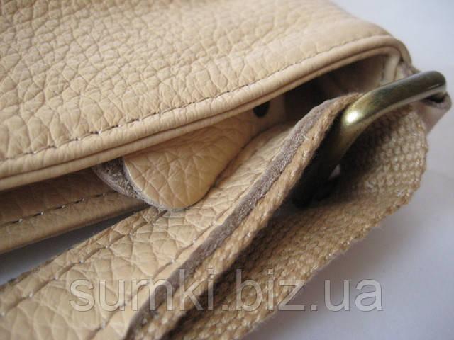 Кожаная сумка кросс боди бежевого цвета