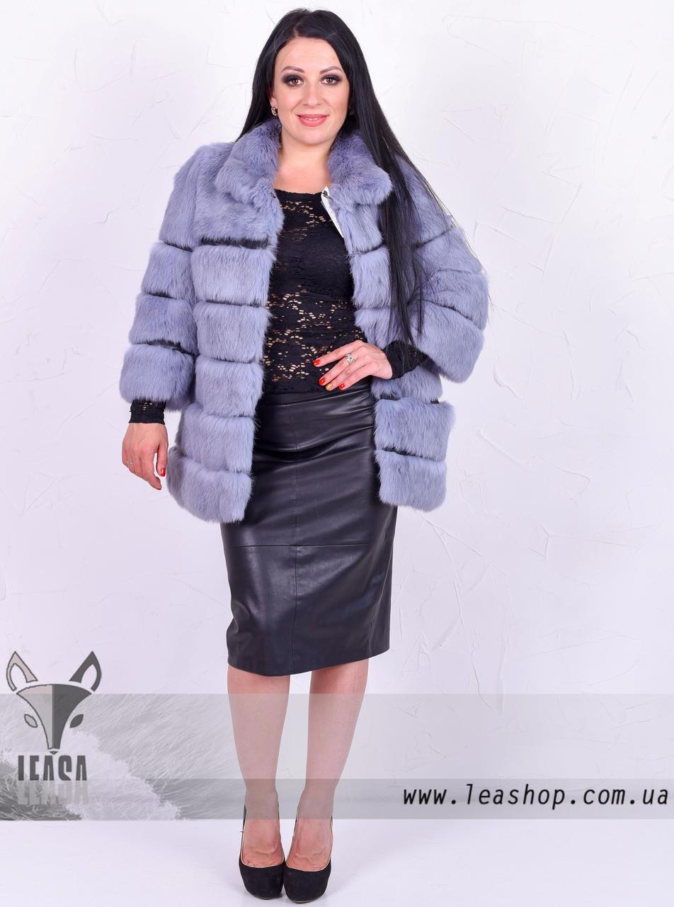 Короткая серо-голубая шуба из кролика с поперечным расшивом и коротким рукавом