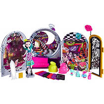 Игровой набор Райвен Квин Эвер Афтер Хай в Стране Чудес Ever After High Way Too Wonderland Playset