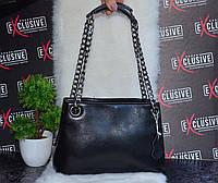 Черная кожаная женская сумочка.