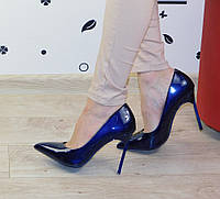 Женские классические туфли лодочки на шпильке синие лаковые
