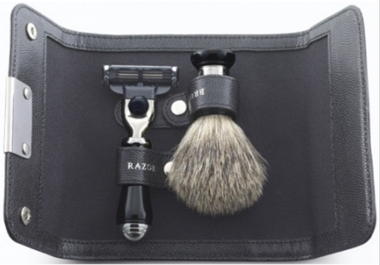 Набор для бритья MACH 3 с черной ручкой + помазок Best в кожаном чехле 128x94x30мм Dalvey D00770.