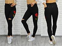 Женские черные джинсы с вышивкой рваные колени c m l