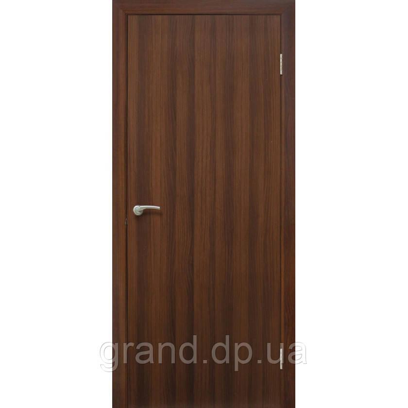 Двери межкомнатные Гладкая глухая ПВХ, цвет орех