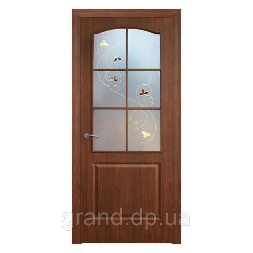 Двери межкомнатные Омис Классика СС+КР ПВХ со стеклом и контурным рисунком, цвет орех