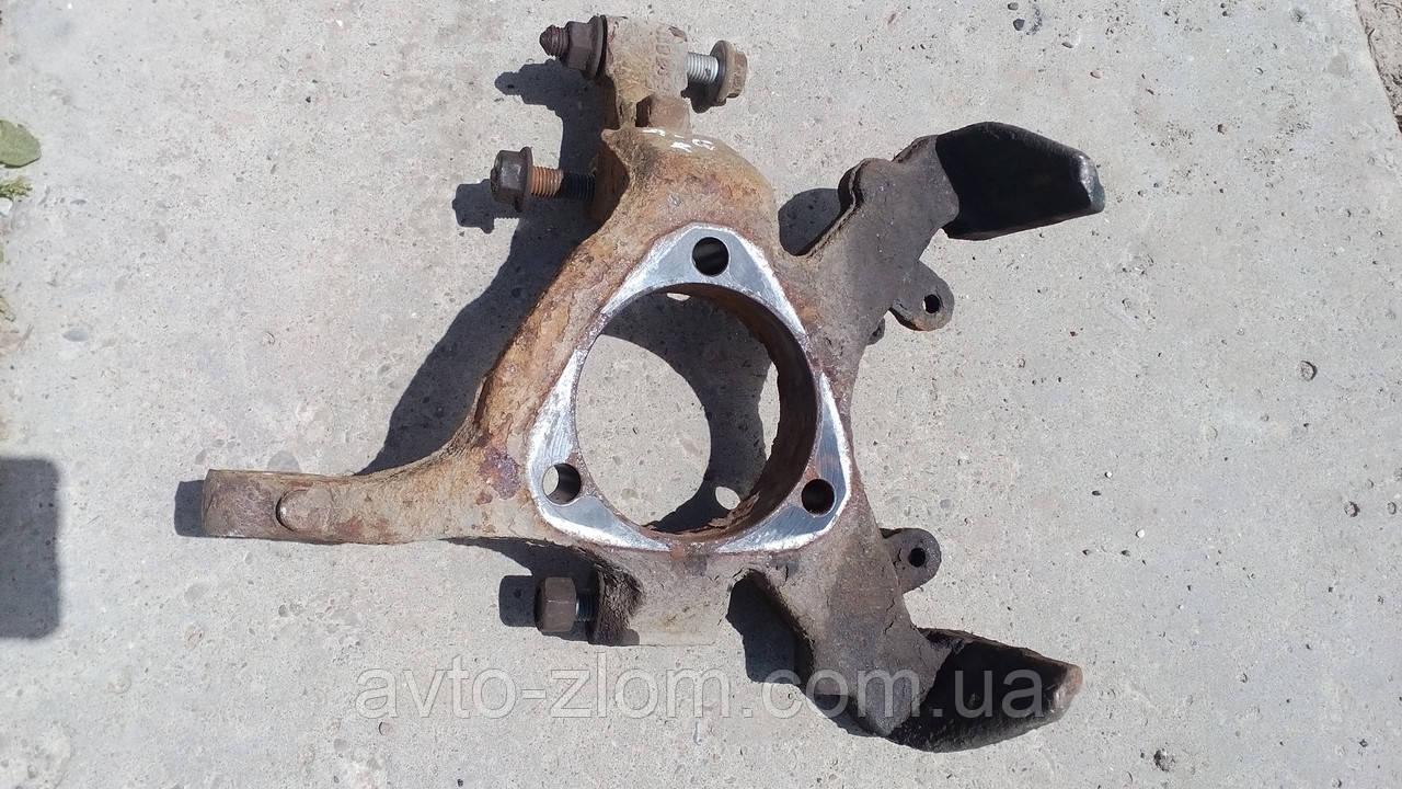 Поворотный кулак правый Opel Astra G.