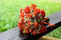 Букет для невесты из оранжевых розочек с дополнением.