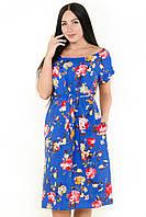 Женское батальное синее платье с цветами и поясом