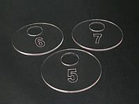 Гардеробні номерки з контурною гравіюванням, фото 1