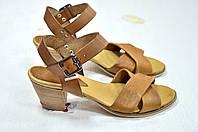 Светло-коричневые босоножки на низком каблуке Donna Italia, фото 1