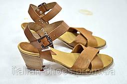 Светло-коричневые босоножки на низком каблуке Donna Italia