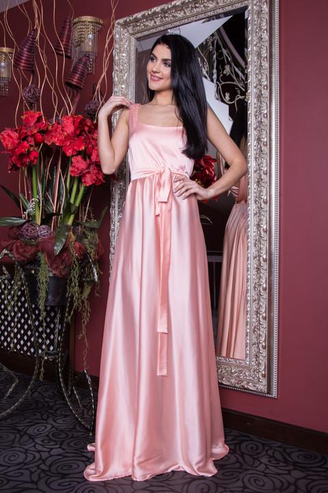 Длинное атласное платье нежно-розовое