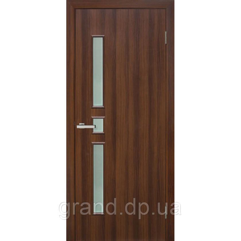 Двери межкомнатные Омис  Комфорт ПО ПВХ с матовым стеклом, цвет орех