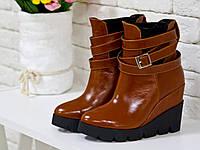 Ботинки  рыжего цвета из натуральной кожи на танкетке