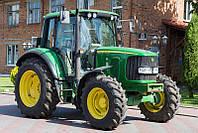 Колесный трактор John Deere 6320