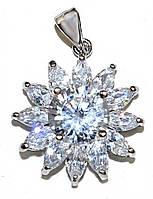 Кулон женский. Камень: белый  циркон. Цвет металла: серебряный. Высота: 2,5 см. Ширина:20 мм.