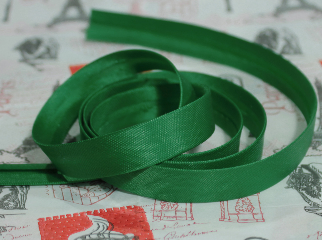 Косая бейка атласная 1,5см. темно- зеленая