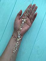 Нежное украшение для волос с камнями на свадьбу золото