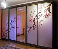 Двери в шкаф-купе с витражной росписью