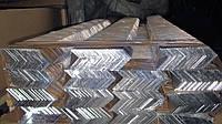 Алюминиевый уголок равносторонний 25x25x2 мм