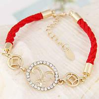 Оригинальный браслетик: красные нити, камушки и знак зодиака