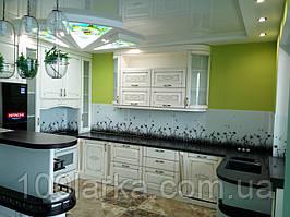 Кухня, фасад з дерева (ясен) з гравіруванням і патиною, на замовлення ціна в Києві.