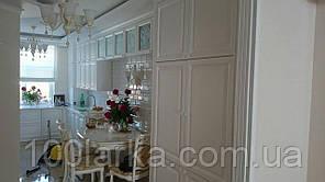 Кухня з дерева біла, фасади дерев'яні ясен.
